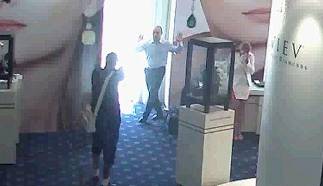 Βίντεο μέσα από το ξενοδοχείο Carlton: Η ληστεία του αιώνα σε 27 δευτερόλεπτα