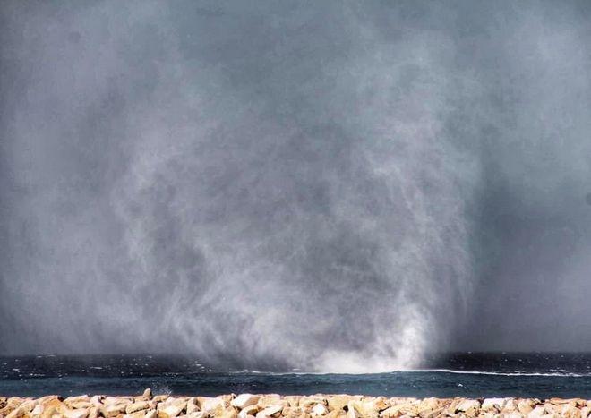 Υδροστρόβιλος στην Νάξο: Εικόνες που κόβουν την ανάσα