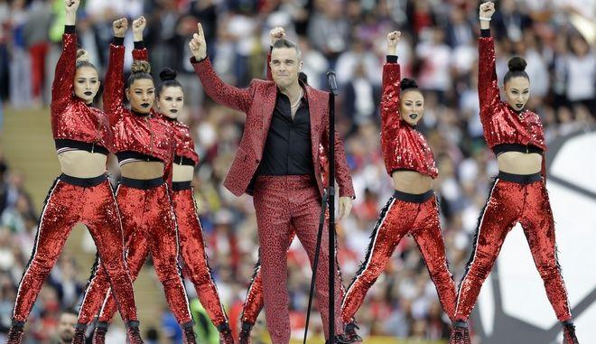 O Robbie Williams στη τελετή έναρξης του Παγκοσμίου Κυπέλλου Ποδοσφαίρου από τη Ρωσία