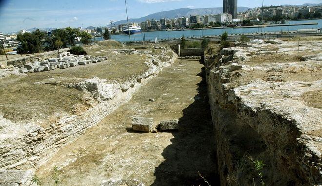 Η Ηετιώνεια πύλη (αρχαία τείχη) στον Πειραιά