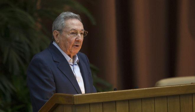 Ο Ραούλ Κάστρο επιτίθεται στον Τραμπ για την πολιτική του έναντι της Κούβας