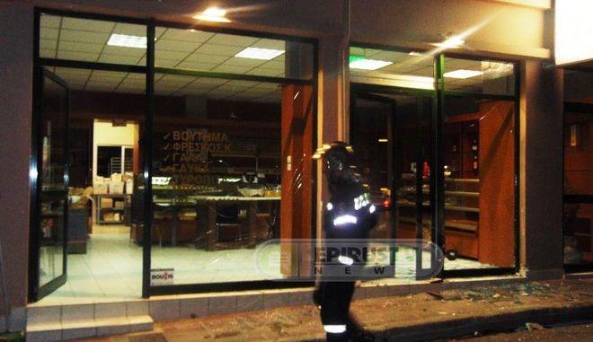 Ιωάννινα: Μηχανή 'εισέβαλε' σε φούρνο. Ένας σοβαρά τραυματίας