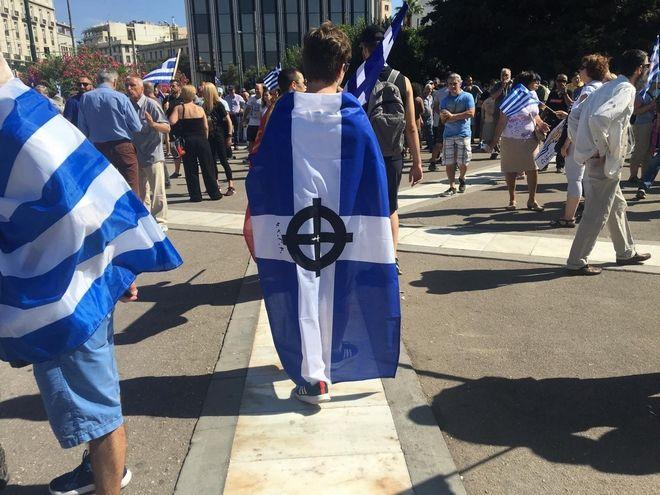 Σκοπιανό: Ακροδεξιά στοιχεία και συνθήματα μίσους στο Σύνταγμα