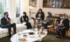 Συνάντηση του Κυριάκου Μητσοτάκη με γυναίκες από το Αφγανιστάν