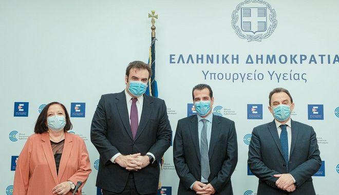 Από αριστερά: Η Πρόεδρος και Διευθύνουσα Σύμβουλος της ΗΔΙΚΑ Νίκη Τσούμα, ο Υπουργός Επικρατείας και Ψηφιακής Διακυβέρνησης Κυριάκος Πιερρακάκης, ο Υπουργός Υγείας Θάνος Πλεύρης και ο Υφυπουργός Ψηφιακής Διακυβέρνησης Γιώργος Γεωργαντάς.