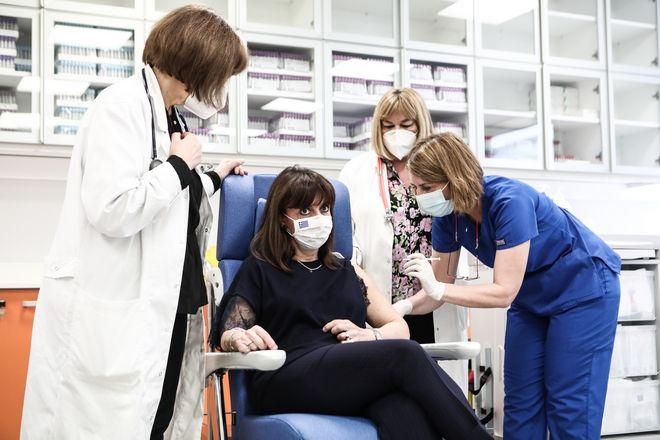 Εμβολιασμός της Προέδρου της Δημοκρατίας Κατερίνας Σακελλαροπούλου με την δεύτερρη δόση του εμβολίου κατά του κορονοϊού