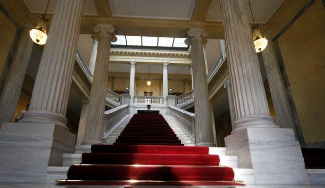 Στιγμιότυπα από τους εσωτερικούς και εξωτερικούς χώρους του Προεδρικού Μεγάρου, Δευτέρα 14 Μαΐου 2012. (EUROKINISSI // ΓΙΩΡΓΟΣ ΚΟΝΤΑΡΙΝΗΣ)