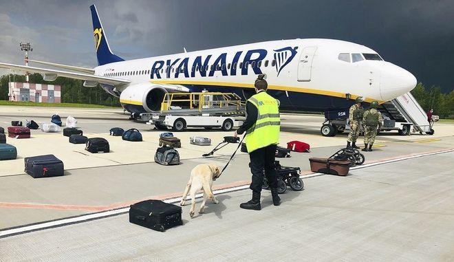 Το αεροσκάφος της πτήσης της Ryanair από Αθήνα για Λιθουανία που προσγειώθηκε στη Λευκορωσία προκειμένου οι αρχές της χώρας να συλλάβουν τον αντιπολιτευόμενο δημοσιογράφο  Ραμάν Πρατάσεβιτς