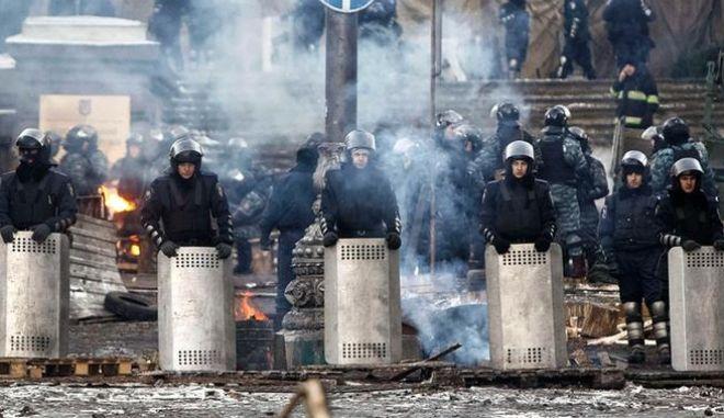 Ουκρανία: Ο ΥΠΕΞ δήλωσε ότι ο ακτιβιστής Μπουλάτοφ δεν έχει βασανιστεί. Φόβοι για επέμβαση στρατού