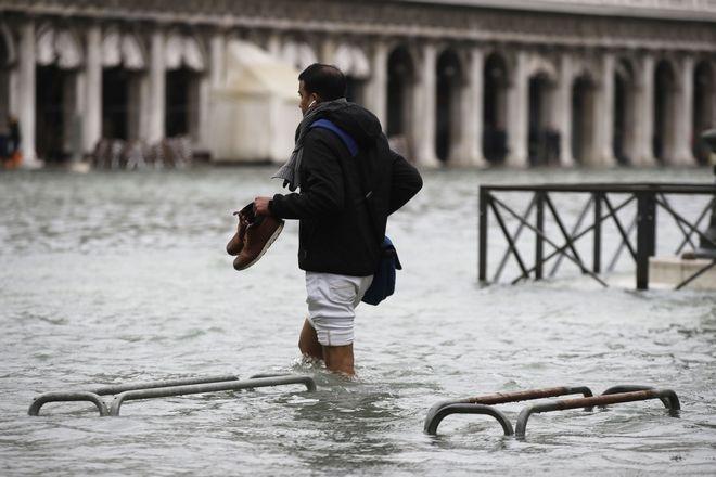 "v5 - Βενετία: Εικόνες αποκάλυψης - ""Θάλασσα"" έγινε η πλατεία του Αγίου Μάρκου"