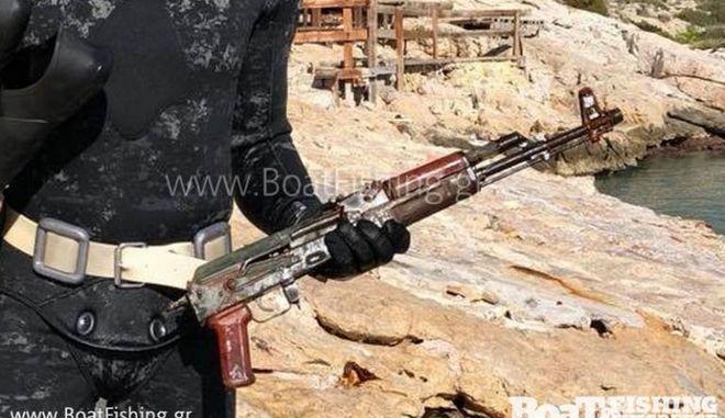 Βρέθηκε το καλάσνικοφ της άγριας δολοφονίας Στεφανάκου στον βυθό της Βουλιαγμένης