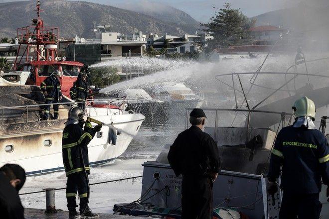 Πυρκαγιά σε σκάφος στην μαρίνα της Γλυφάδας