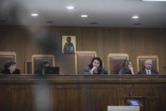 Συνεδρίαση στον Κορυδαλλό όπου διεξάγετο η δίκη της Χρυσής Αυγής με εξέταση προστατευόμενου μάρτυρα. Η εξέτασή του γινόταν από ειδικό δωμάτιο στη ΓΑΔΑ και η κατάθεση ακουγόταν από μεγάφωνα στην αίθουσα του Κορυδαλλού. Παρασκευή 3 Νοέμβρη 2017
