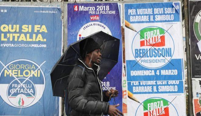 Ιταλία: Στις κάλπες για τις κρίσιμες βουλευτικές εκλογές