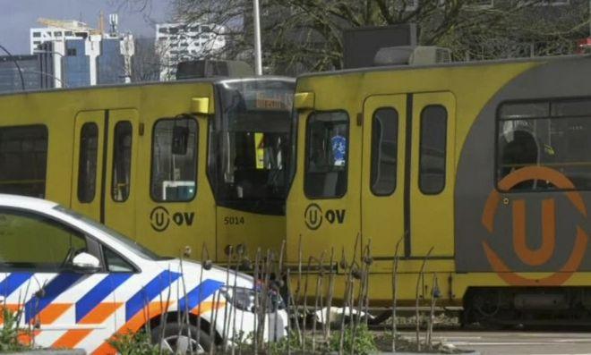 Συρμοί του τραμ στην Ουτρέχτη μετά το συμβάν με τους πυροβολισμούς