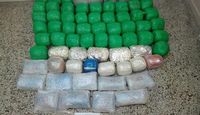 Καστοριά: Κουβαλούσαν 78 κιλά χασίς σε σακ - βουαγιάζ
