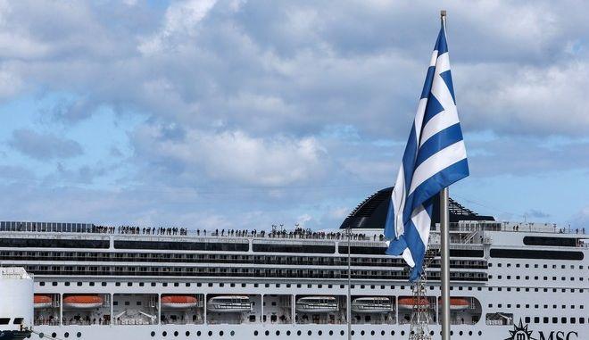 Κρουαζιερόπλοιο στο λιμάνι της Κέρκυρας(ΑΡΧΕΙΟΥ)