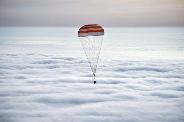 Αστροναύτες επιστρέφουν στη Γη μετά από 1 χρόνο στο διάστημα
