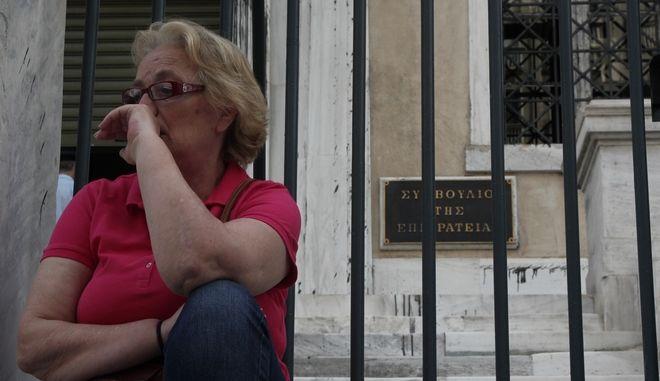 Φωτογραφία έξω από το κτίριο όπου στεγάζεται το Συμβούλιο της Επικρατείας στο κέντρο της Αθήνας