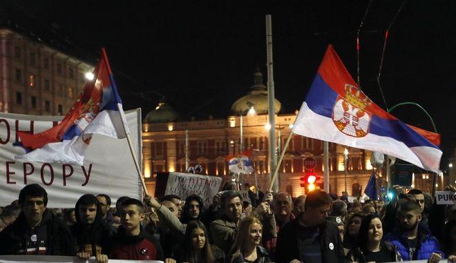 Διαδηλωτές στο Βελιγράδι κατά του Σέρβου προέδρου Αλεξάνταρ Βούτσιτς