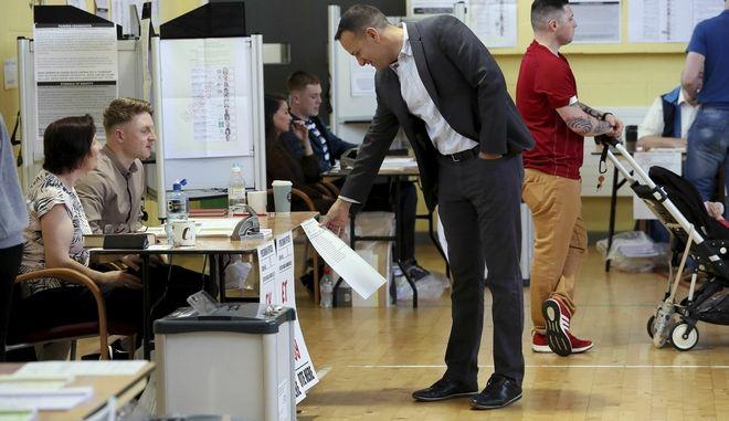 Οι πολίτες ψήφισαν στις ευρωπαϊκές και τοπικές εκλογές, μαζί με το δημοψήφισμα για τους νόμους περί διαζυγίου της Ιρλανδίας.