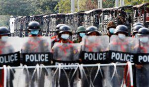 "Tik Tok τρόμος στη Μιανμάρ: ""Όποιον διαδηλωτή βλέπουμε θα τον πυροβολούμε"""