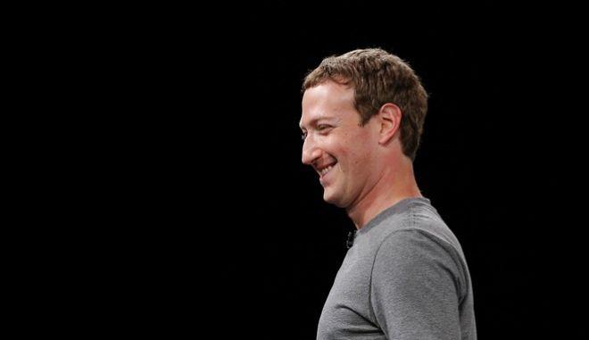 Ο ιδρυτής και επικεφαλής του Facebook, Μαρκ Ζάκερμπεργκ (AP Photo/Manu Fernadez)