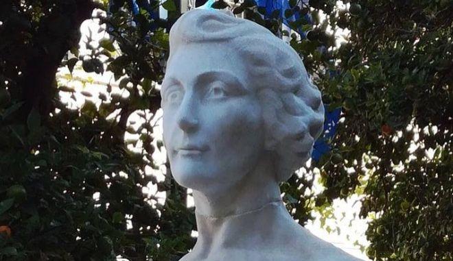 Λέλα Καραγιάννη: Ξανά με το κεφάλι ψηλά