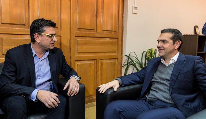 Ο Αλέξης Τσίπρας με τον δήμαρχο Ανδραβίδας-Κυλλήνης Ιωάννη Λέντζα