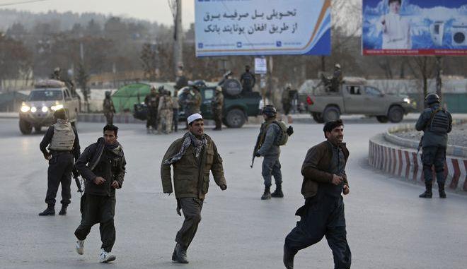Ένοπλοι εισέβαλαν σε κυβερνητικό κτίριο στην πρωτεύουσα του Αφγανιστάν