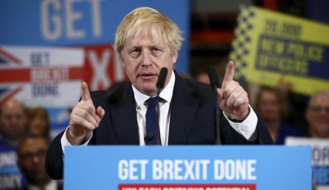 Εκλογές στη Βρετανία: Συντριπτική νίκη Τζόνσον δείχνουν τα exit poll