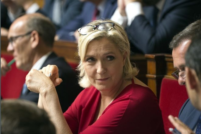 Η πρόεδρος της γαλλικής ακροδεξιάς Μαρίνα Λεπέν στο γαλλικό κοινοβούλιο στο Παρίσι.