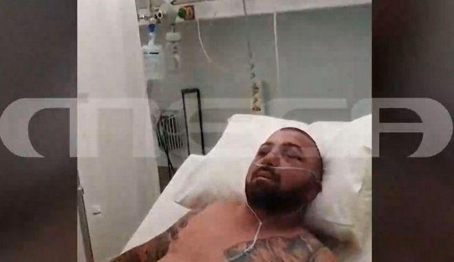 Ο Νίκος Αραβαντινός μετά την επίθεση που δέχτηκε στη Μύκονο