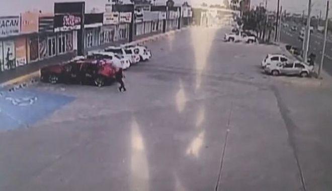 """""""Γάζωσαν"""" με 155 σφαίρες τον αστυνομικό που συνέλαβε τον γιο του Ελ Τσάπο"""