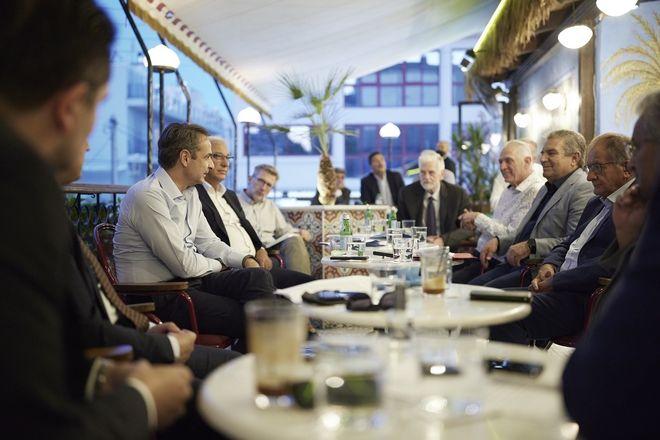 Συνάντηση με τους δημάρχους της Δυτικής Αθήνας είχε ο Πρωθυπουργός