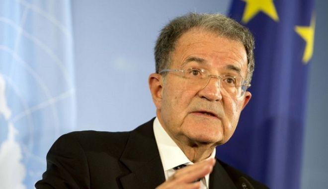Πρόντι: Η πίεση στην Ελλάδα και την ΠΓΔΜ έχει γίνει πλέον αφόρητη
