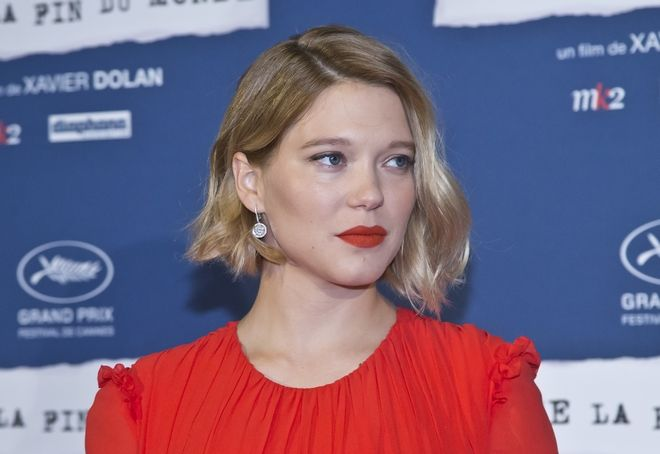 French actress Lea Seydoux poses upon her arrival at the screening of the film Juste la Fin du Monde (It's Only the End Of The World) in Paris, Thursday, Sept. 15, 2016. (AP Photo/Michel Euler)