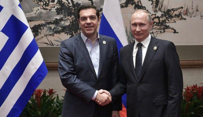 Ο  Έλληνας πρωθυπουργός Αλέξης Τσίπρας με το Ρώσο πρόεδρο, Βλαντιμίρ Πούτιν, Φωτογραφία Αρχείου
