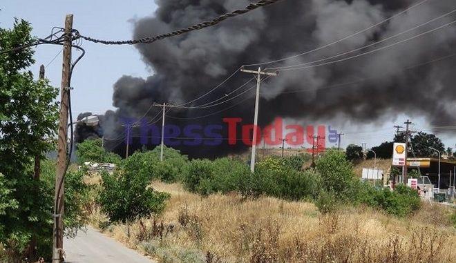 Φωτιά κοντά σε αμαξοστάσιο του ΟΑΣΘ στη Θεσσαλονίκη