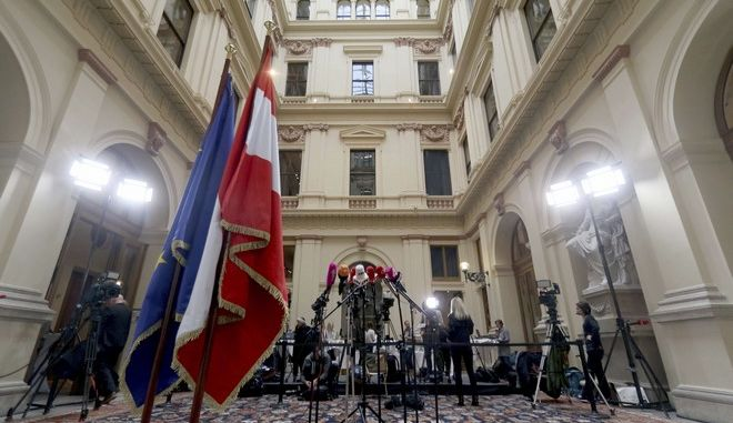Journalists are waiting for the finish on forming a new coalition government between Austrian People's Party, OEVP, and the right-wing Freedom Party, FPOE, in Vienna, Austria, Friday, Dec. 15, 2017. (AP Photo/Ronald Zak)