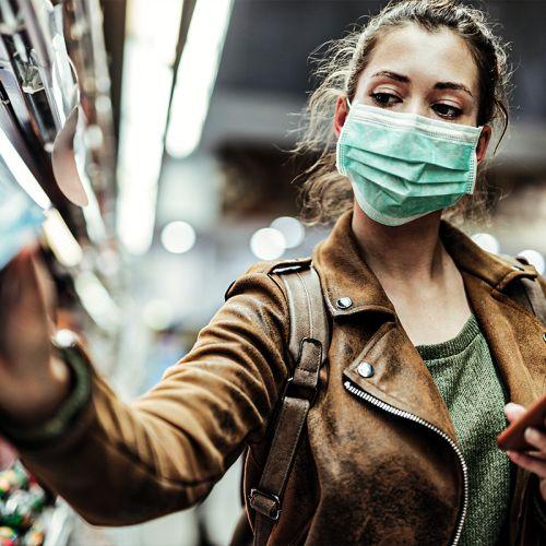 Οι πολίτες θέλουν υποχρεωτική χρήση μάσκας σε όλους τους κλειστούς χώρους