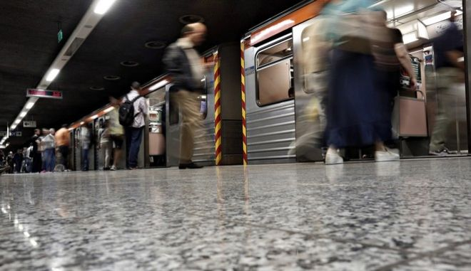 us, metro and tram workers on strike in order to attend union meetings in Athens on May 26, 2016 /             26  2016.
