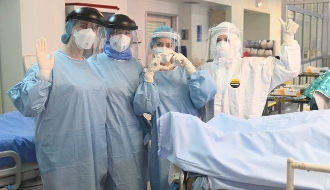 Νοσηλεύτριες στο Αττικόν