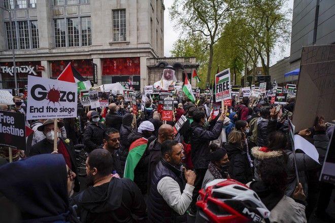 Χιλιάδες άνθρωποι διαδήλωσαν στο Λονδίνο για την Παλαιστίνη