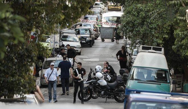 Επιχείρηση της Ελληνικής Αστυνομίας για την εκκένωση δύο κτηρίων στην οδό Δερβενίων 52 και 56, στα Εξάρχεια