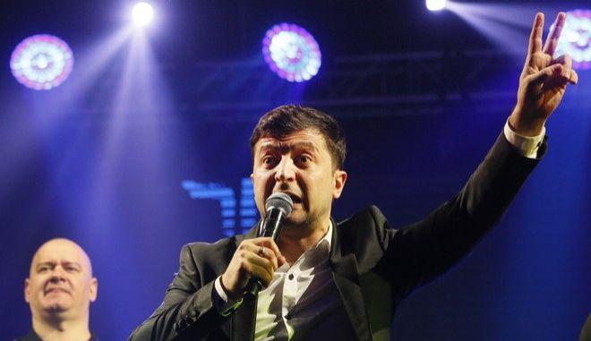 Ο Βολοντιμίρ Ζελένσκι, ηθοποιός και φαβορί για τον προεδρικό θώκο στην Ουκρανία, σε show
