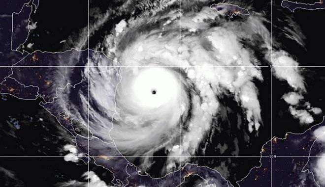 Ο τυφώνας Iota στον βόρειο Ατλαντικό ωκεανό στις 16 Νοεμβρίου