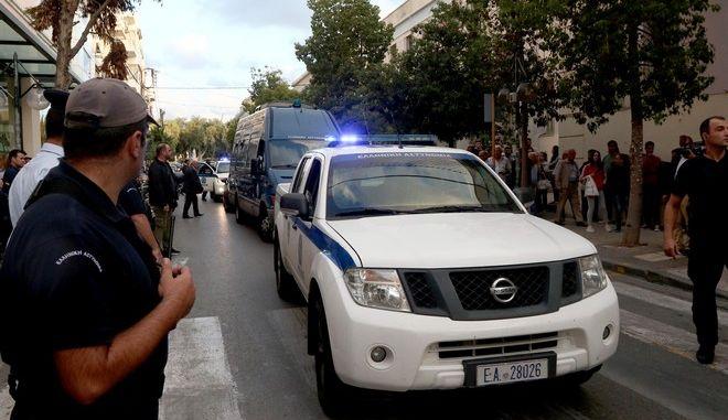 Στον εισαγγελέα οι απαγωγείς Λεμπιδάκη - Τους αποδοκίμασαν εκατοντάδες κρητικοί eis2