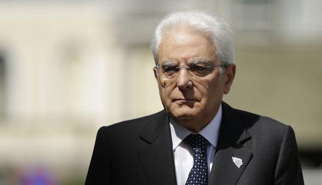 Ο οικονομολόγος Κάρλο Κοταρέλι στο προεδρικό μέγαρο