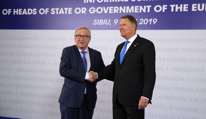 Ο Πρόεδρος της Ευρωπαϊκής Επιτροπής κατά την άφιξή του στη συνάντηση των Ευρωπαίων ηγετών στη Ρουμανία